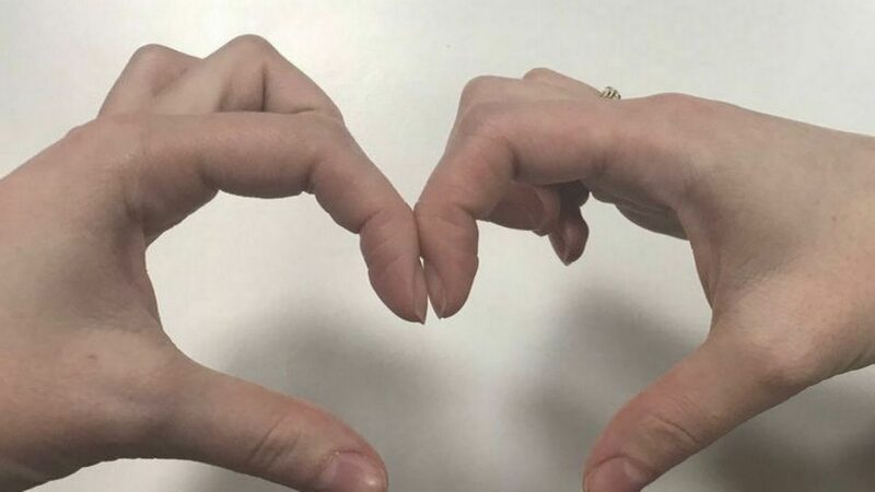 People urged to try finger test at home which can reveal early signs of lung cancer